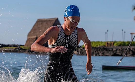Alistair Brownlee tumba a Josh Amberger en la Ho'ala IRONMAN Training Swim